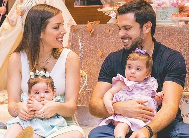 Bebês de famosos: Fabiana Justus e as gêmeas Chiara e Sienna It Mãe