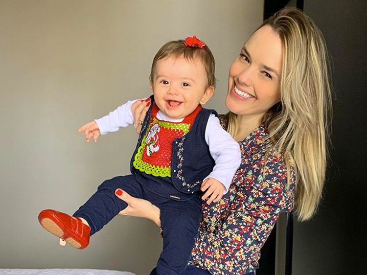 Bebês de famosos: filha de Thaeme Liz It Mãe