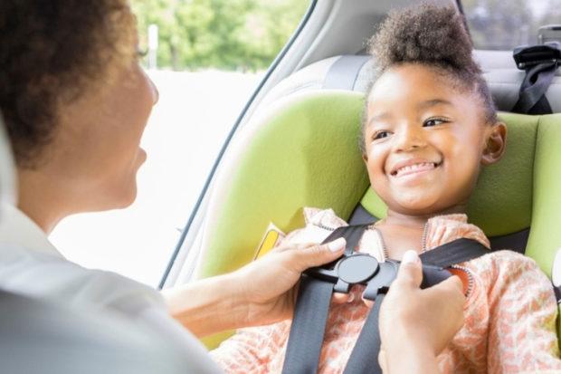 Como viajar de carro com crianças com segurança It Mãe