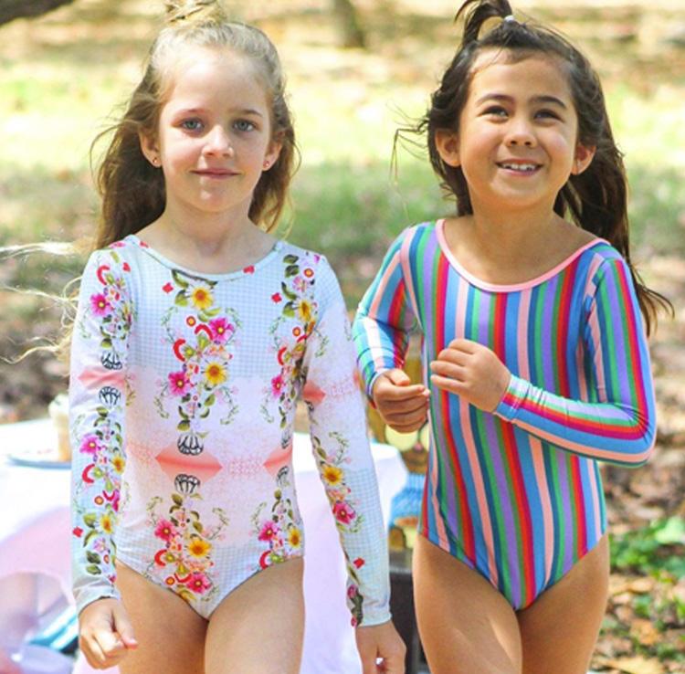 Carnaval na praia Looks infantis Lului Bikinis It Mãe