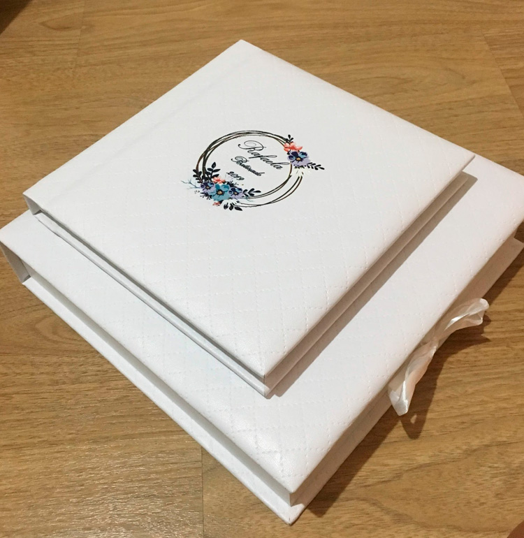 Álbum de fotos do batizado com caixa personalizada MeuFotoLivro It Mãe