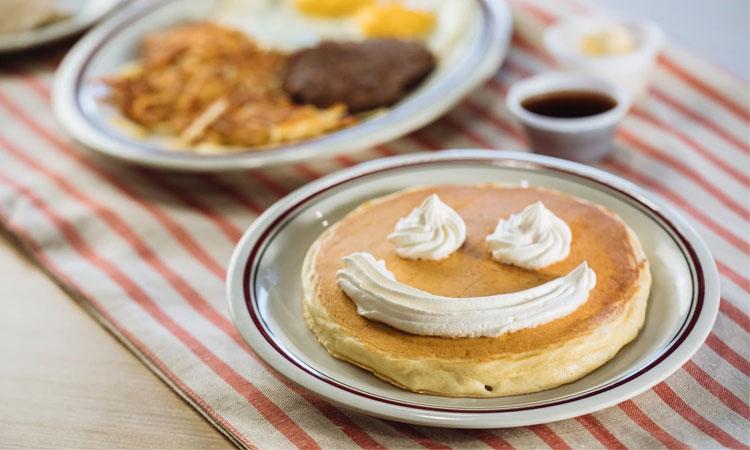 Panqueca com chantilly Ideias de café da manhã It Mãe