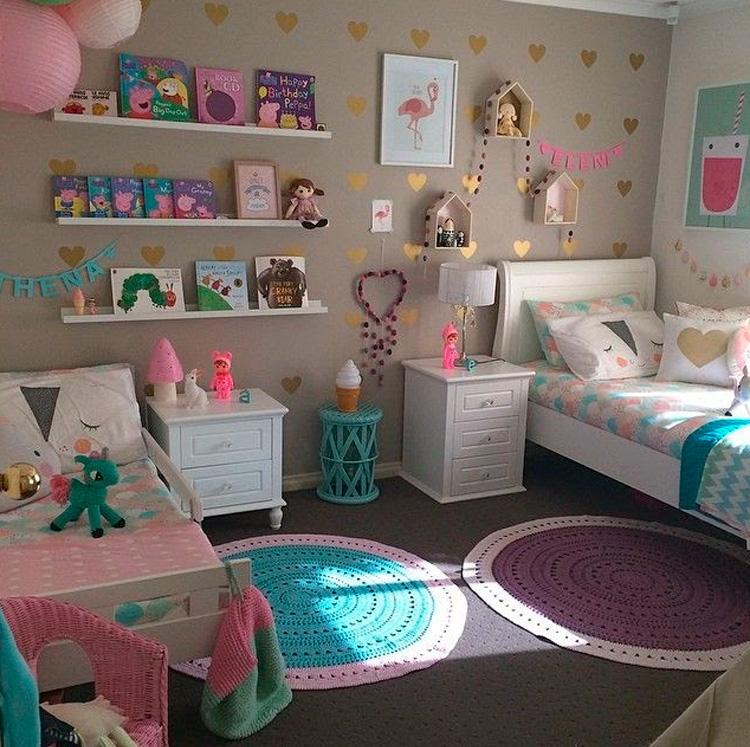 Quarto compartilhado entre irmãs cama e mini cama It Mãe