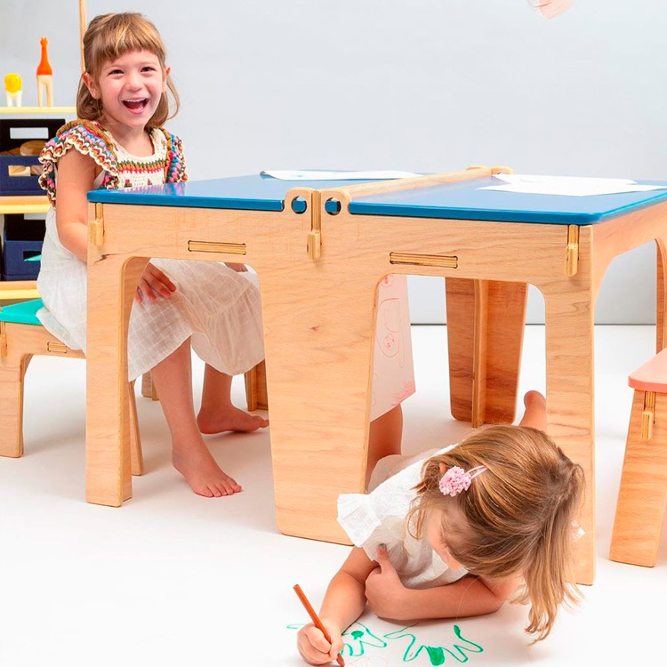 Brincar em casa com mesa esconde-esconde Lilu Design - It Mãe