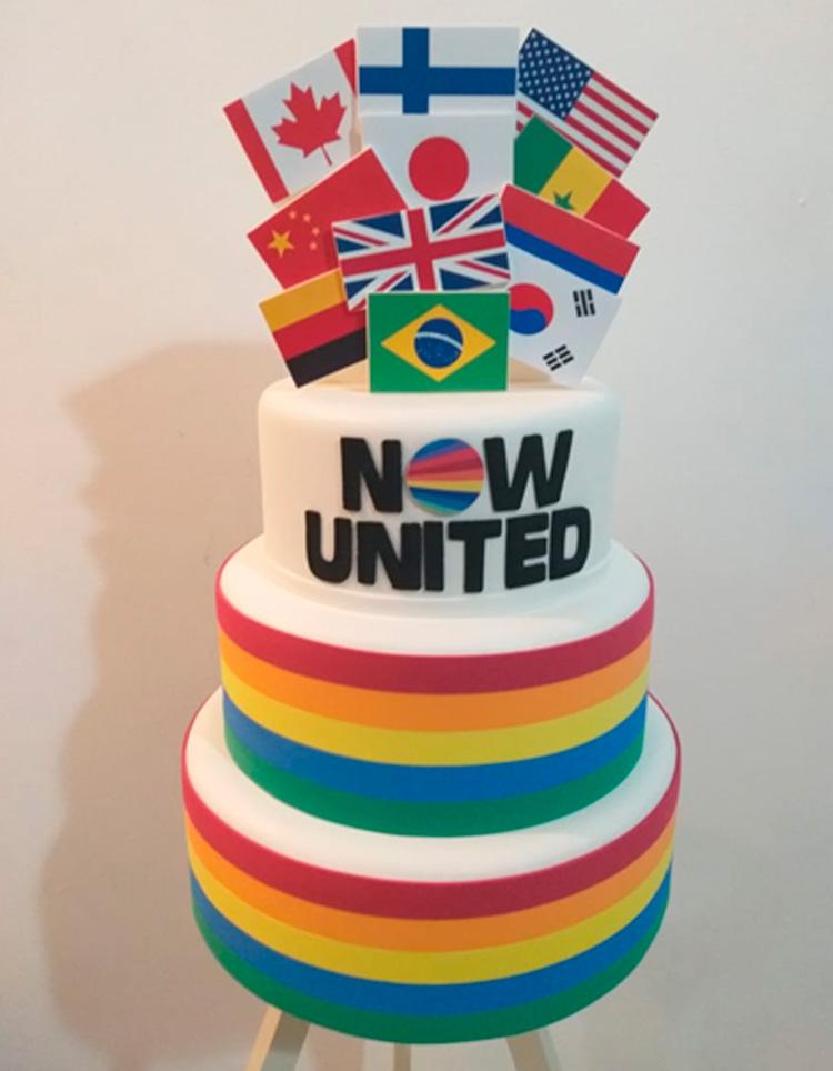 Bolo personalizado Now United - Pijamas Party - It Mãe
