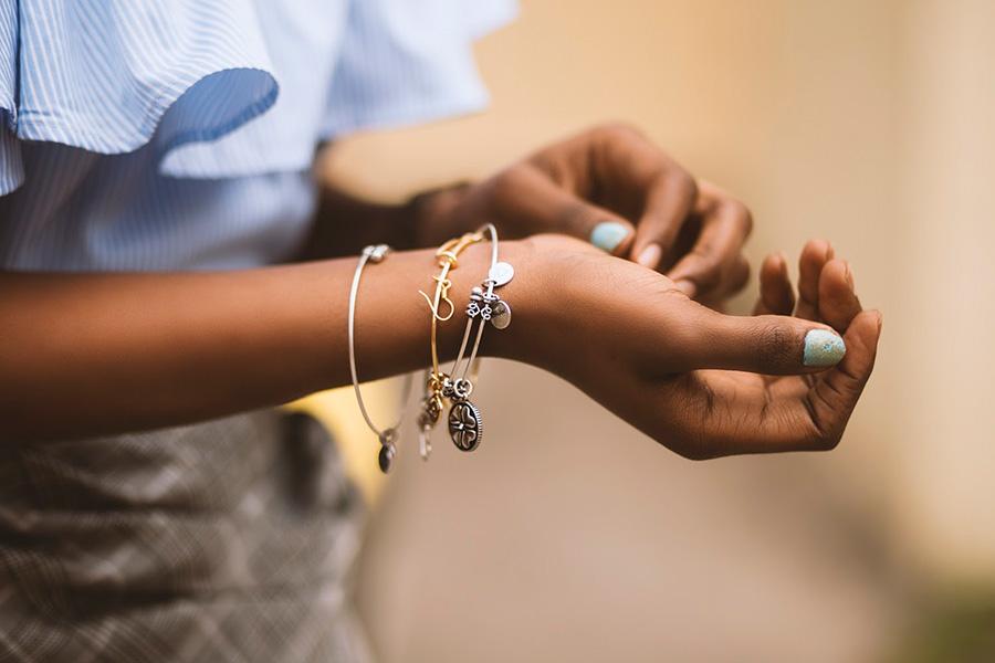 Presente afetivo: berloques e pingentes com significado - It Mãe