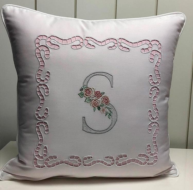 Almofada bordada Ponto Por Ponto - It mãe