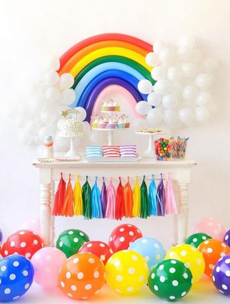 Balões brancos decoração para o dia das crianças Rica Festa It Mãe