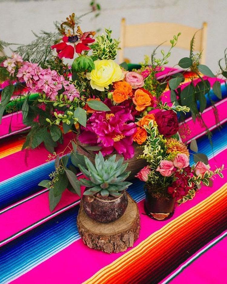 Arranjo de flores festa mexicana em casa Mi Casa It Mãe