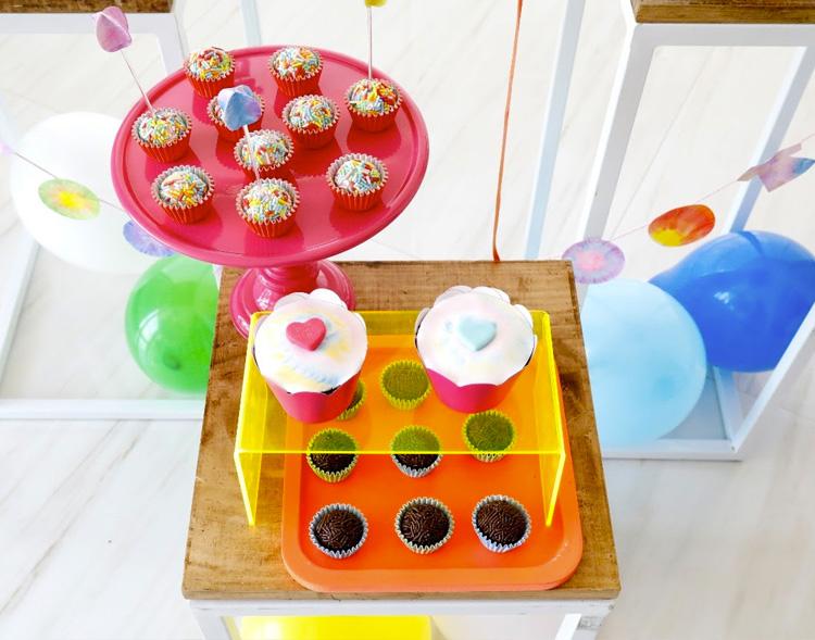 Decoração com doces Tie Dye para festa em casa Bella Idea - It Mãe