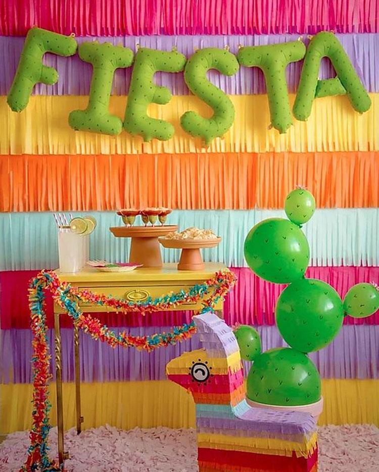 Painel colorido festa mexicana em casa Mi Casa It Mãe