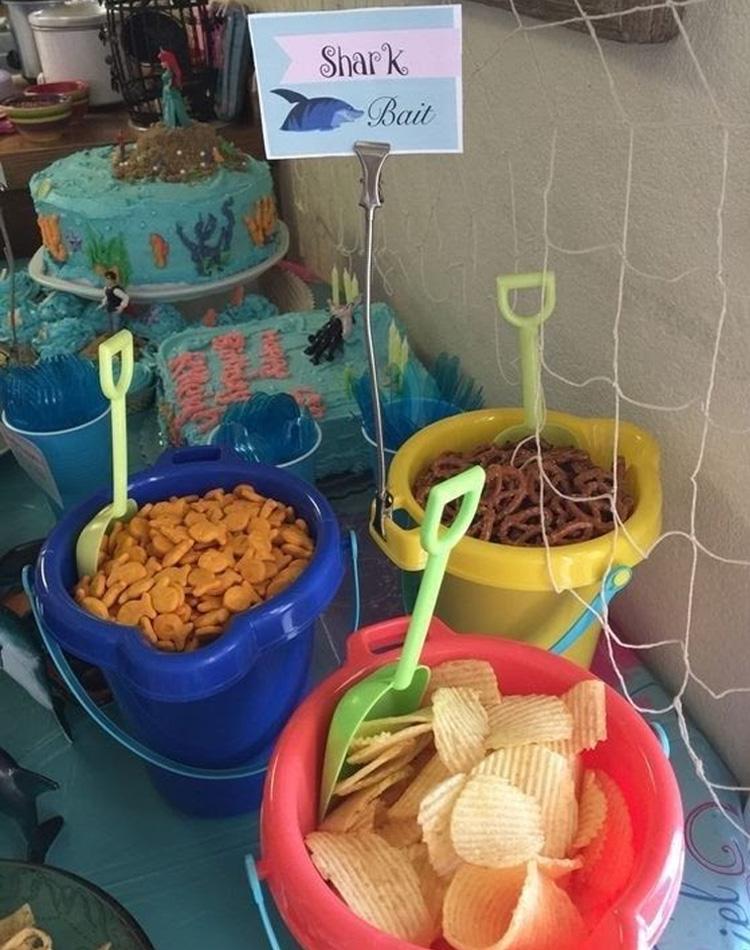 Petiscos no baldinho de areia - Rica Festa It Mãe
