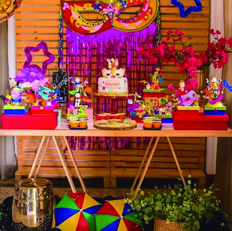 Mesa decorada para carnaval Rica Festa - It Mãe