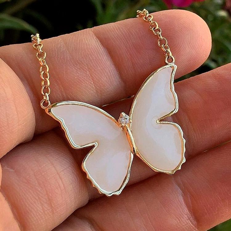 Colar borboleta Joia de Leite - It Mãe