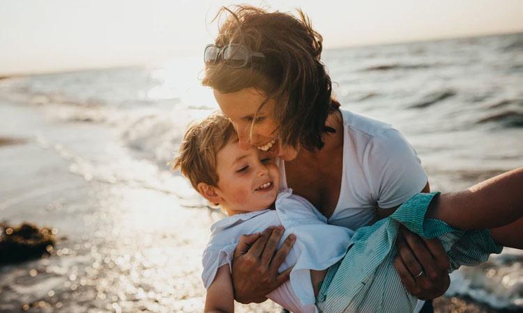 praia com crianças eumini mundo mini it mãe