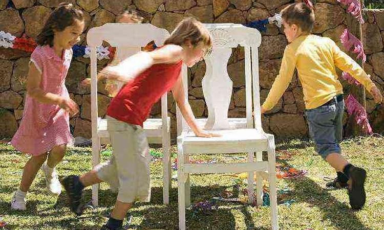 It Mãe: festa junina em casa - dança das cadeiras