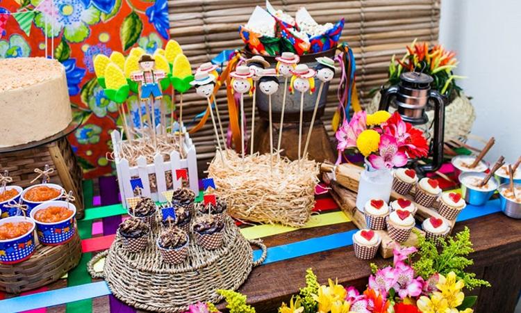 It Mãe: festa junina em casa - mesa decorada