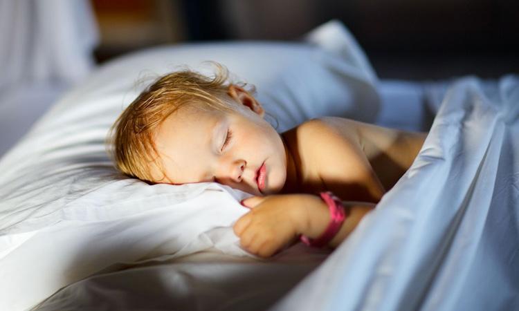 Como cuidar do sono das crianças nas férias - It Mãe