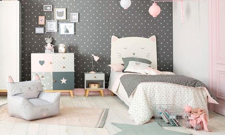It Mãe - Elefantinho Colorido - quarto das pequenas - cama e poltrona gatinhsos