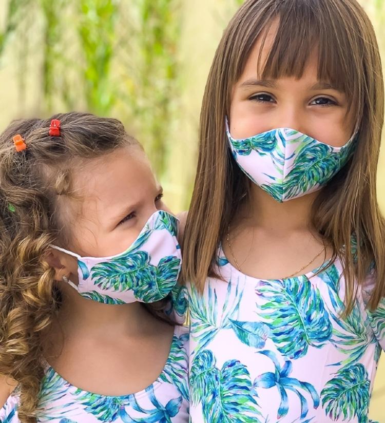 Looks com roupa de brincar: máscara de proteção de tecido Planet Beach Brasil - It Mãe